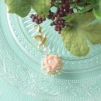 クイーンコンクシェルのお花と小鳥のチャーム