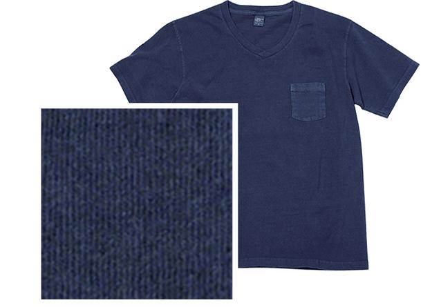 顔料染めされたTシャツと生地感のアップ写真