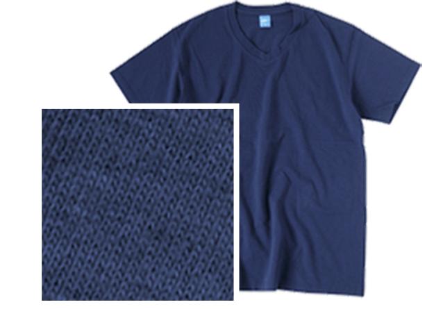 反応染めされたTシャツと生地感のアップ写真