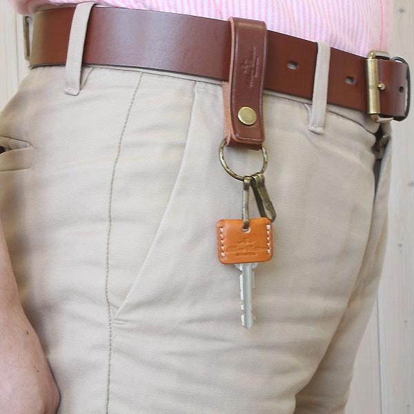 幅のあるジーンズのベルトにも取り付け可能