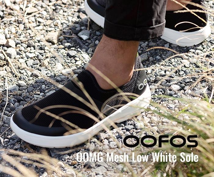 ウーフォス/OOFOS OOMG Mesh Low White Sole(ウーエムジーメッシュロウ) リカバリーシューズ