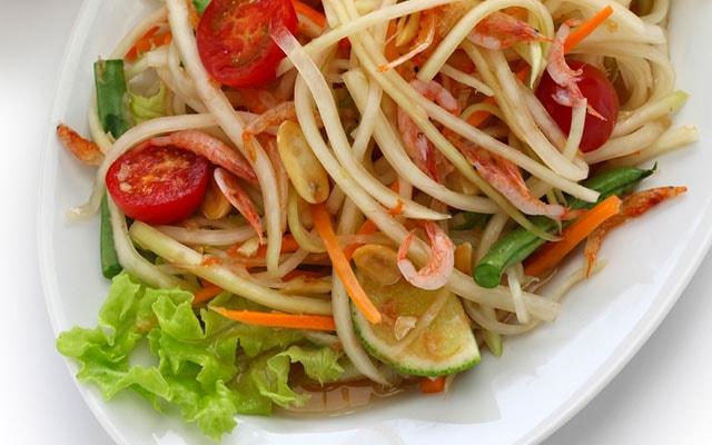 タイ料理の人気サラダ ソムタム