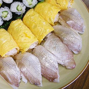 梅肉入り小鯛雀寿司