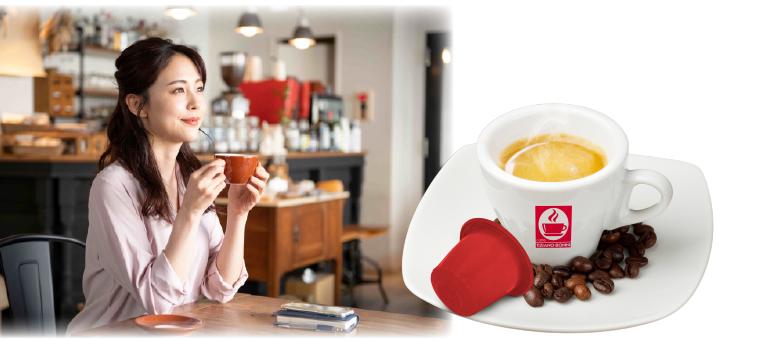 コーヒーを飲む女性のイメージ