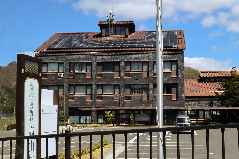 ワイン醸造の専門職員として鷹野さんが務めた高山村役場。「まさかこの年で地方公務員になるとは思っていなかった」と鷹野さん。