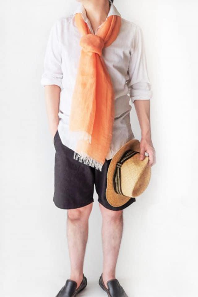 リネンシャツと短パンに似合うストール メンズ 春夏