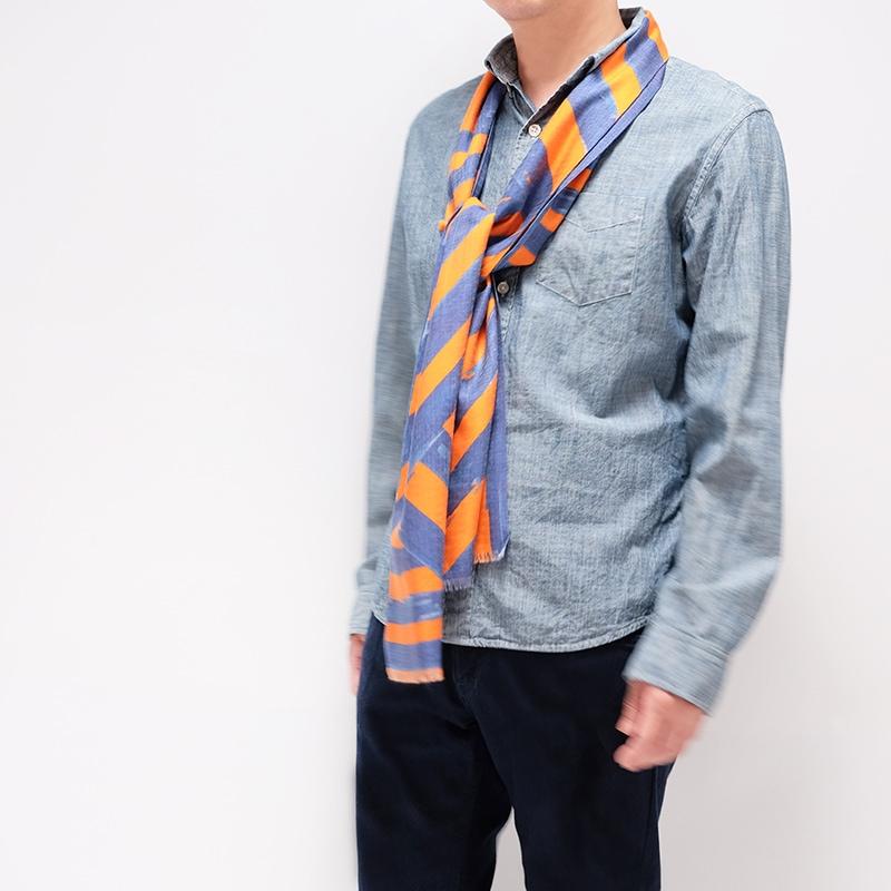 イタリア製 メンズストール シャツとストールの秋コーデ ストリィシア・オレンジ(橙×青)6