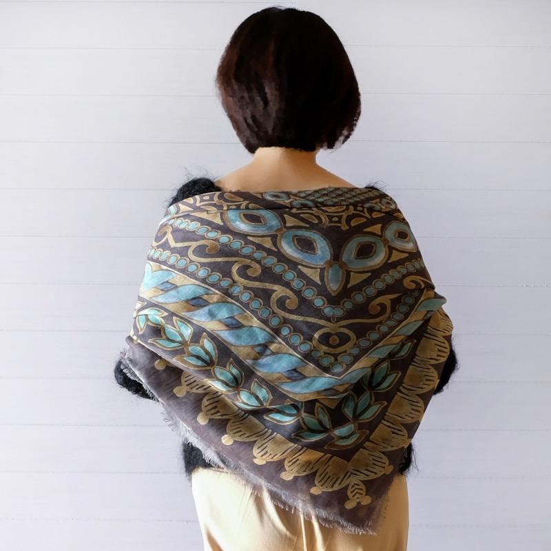 大判ストール 春 秋 肌寒い季節に 羽織って使える 正方形の大判スカーフ