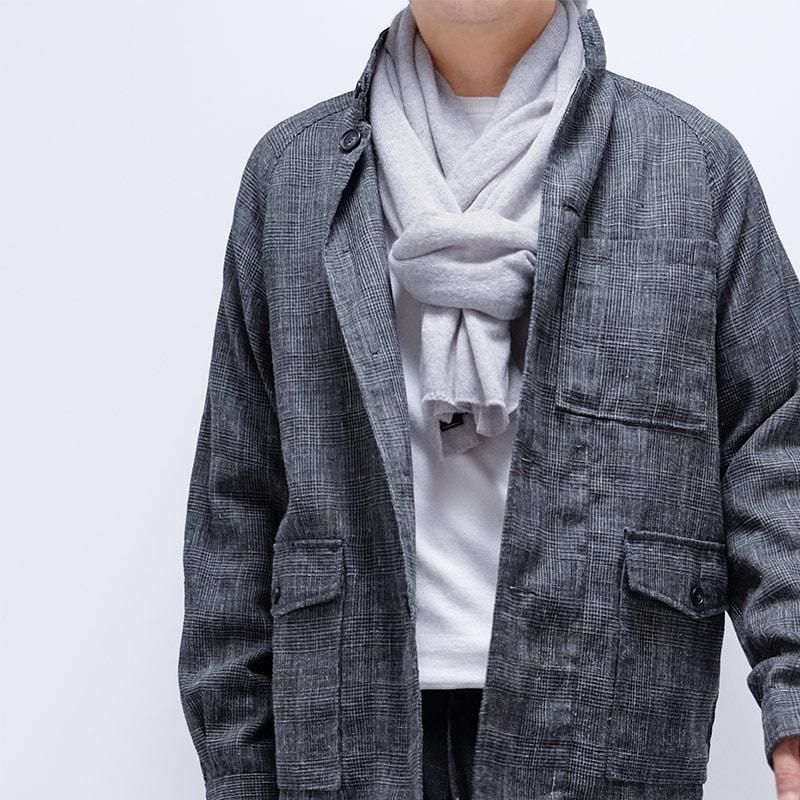 メンズマフラーとチェックジャケットの秋冬コーデ
