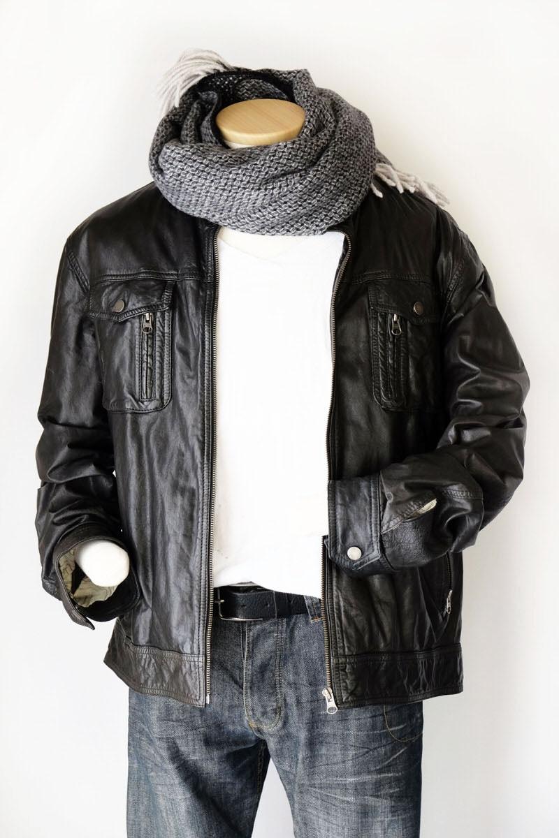 メンズマフラーと革ジャケットの冬コーデ