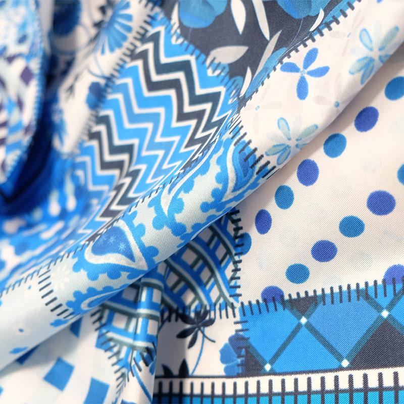 シルクスカーフ イタリア製 88cm角約90×90サイズ ブルー色 パッチワーク模様1