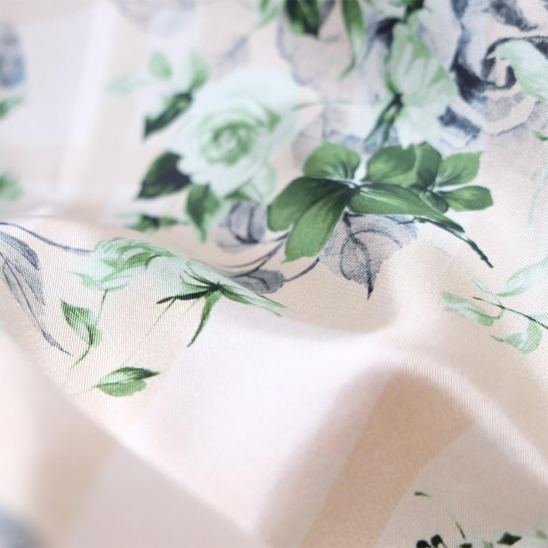 イタリア製 春夏スカーフ ベージュ・フラワーガーデン2
