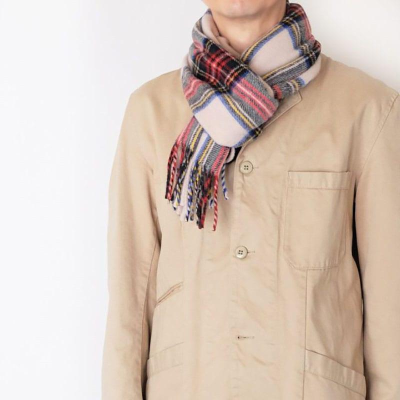 チェック柄マフラーとキャメル色ジャケットの秋コーデ