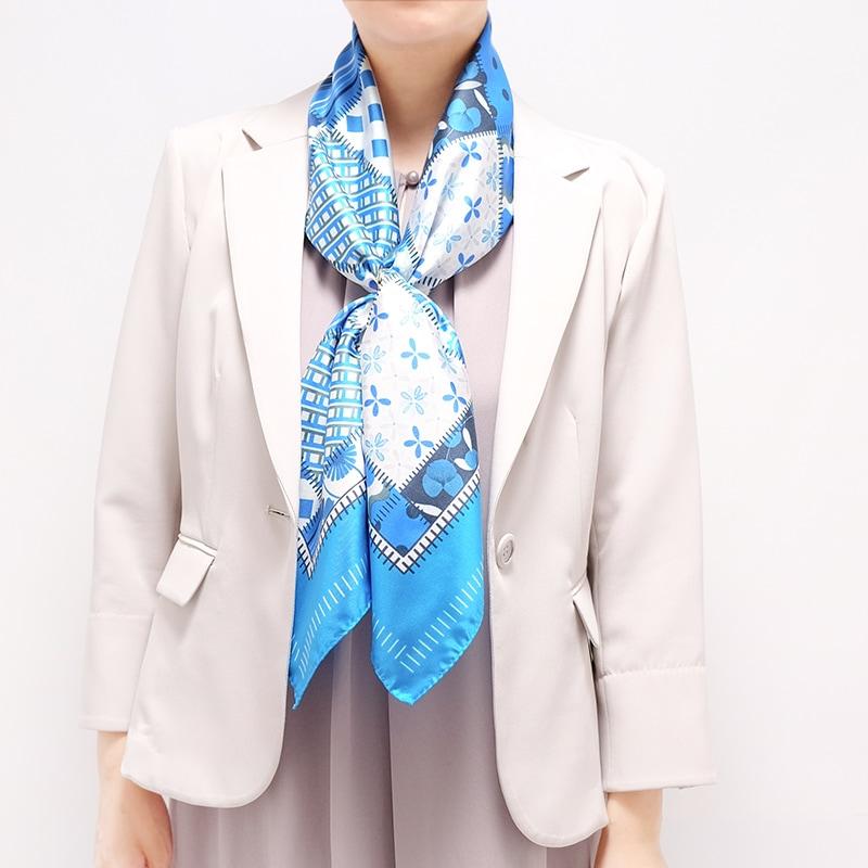 シルクスカーフ 綺麗めジャケットとのコーデ 88cm角約90×90サイズ ブルー色