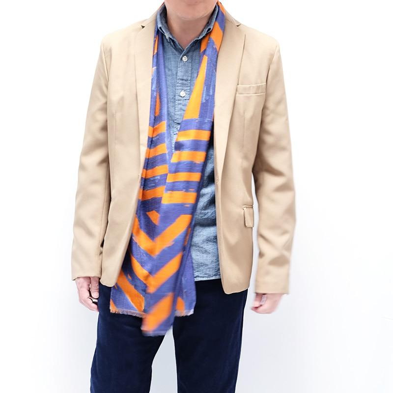 イタリア製 メンズストール ジャケットとストールのコーデ ストリィシア・オレンジ(橙×青)1