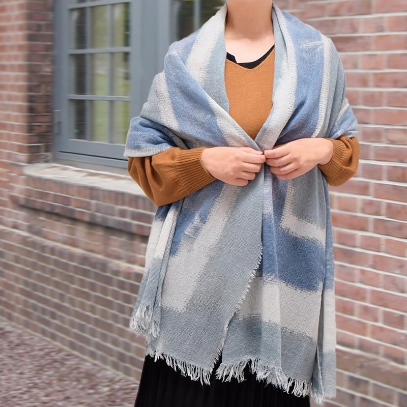イタリア製 大判ストール 羽織って使うストール 女性におすすめデザイン スカフォーレ・ブルーブルー3