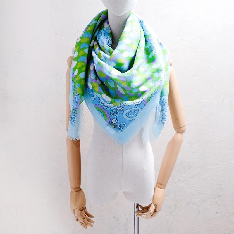 大判スカーフ 春夏の暑さ 冷房による冷えを防ぐ 羽織って使える 正方形の大判ストール