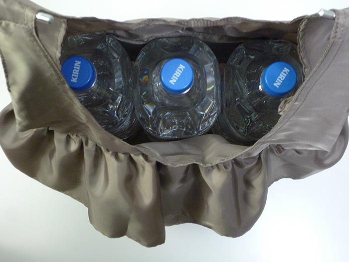 収納力もたっぷり。2Lのペットボトルが3本も入ります!