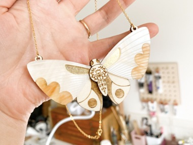 蛾のネックレス3