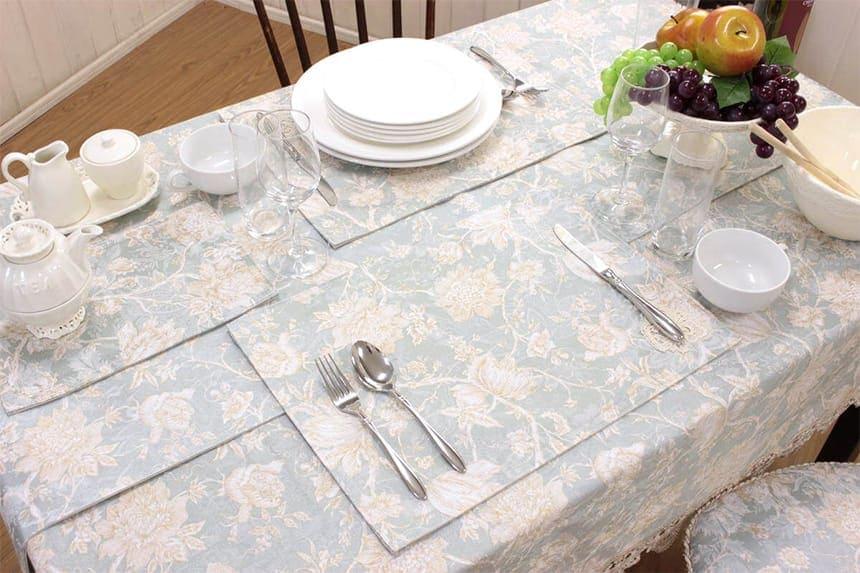 ターコイズ シリーズのランチョンマットは食卓を彩るアクセントになります。