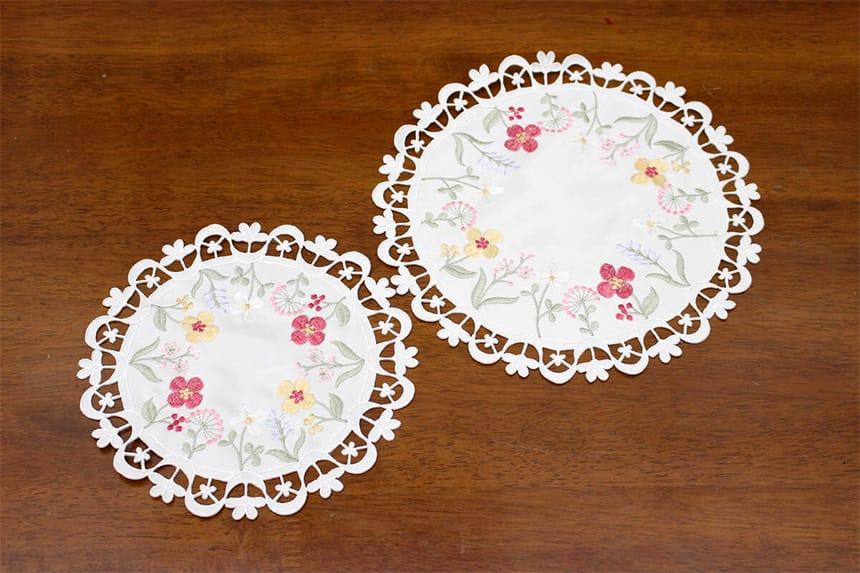 パルテールシリーズコード刺繍ドイリーは25cm円形と20cm円形がございます。