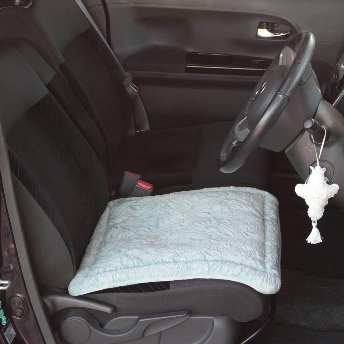 マイクロファイバー フランネルキルト マグノリア シリーズのシートクッションを軽ワゴン車の運転席に敷いてみました。