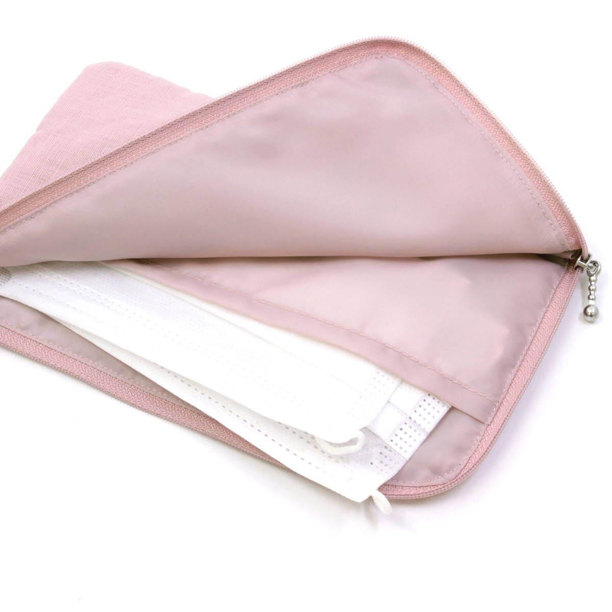 マスクケースの内側には平面ポケットが有ります。