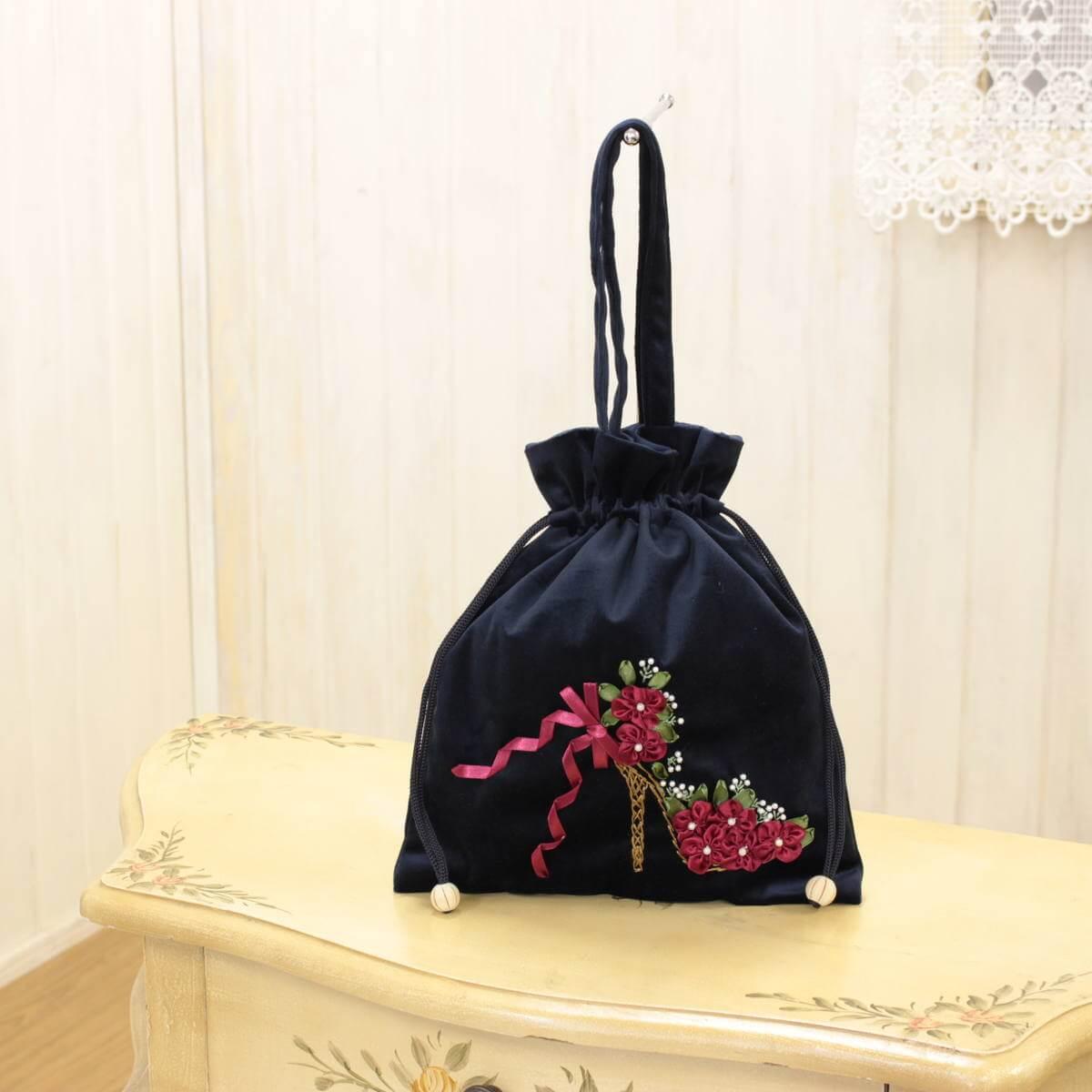 リボン刺しゅう シーナ シリーズの巾着バッグです。