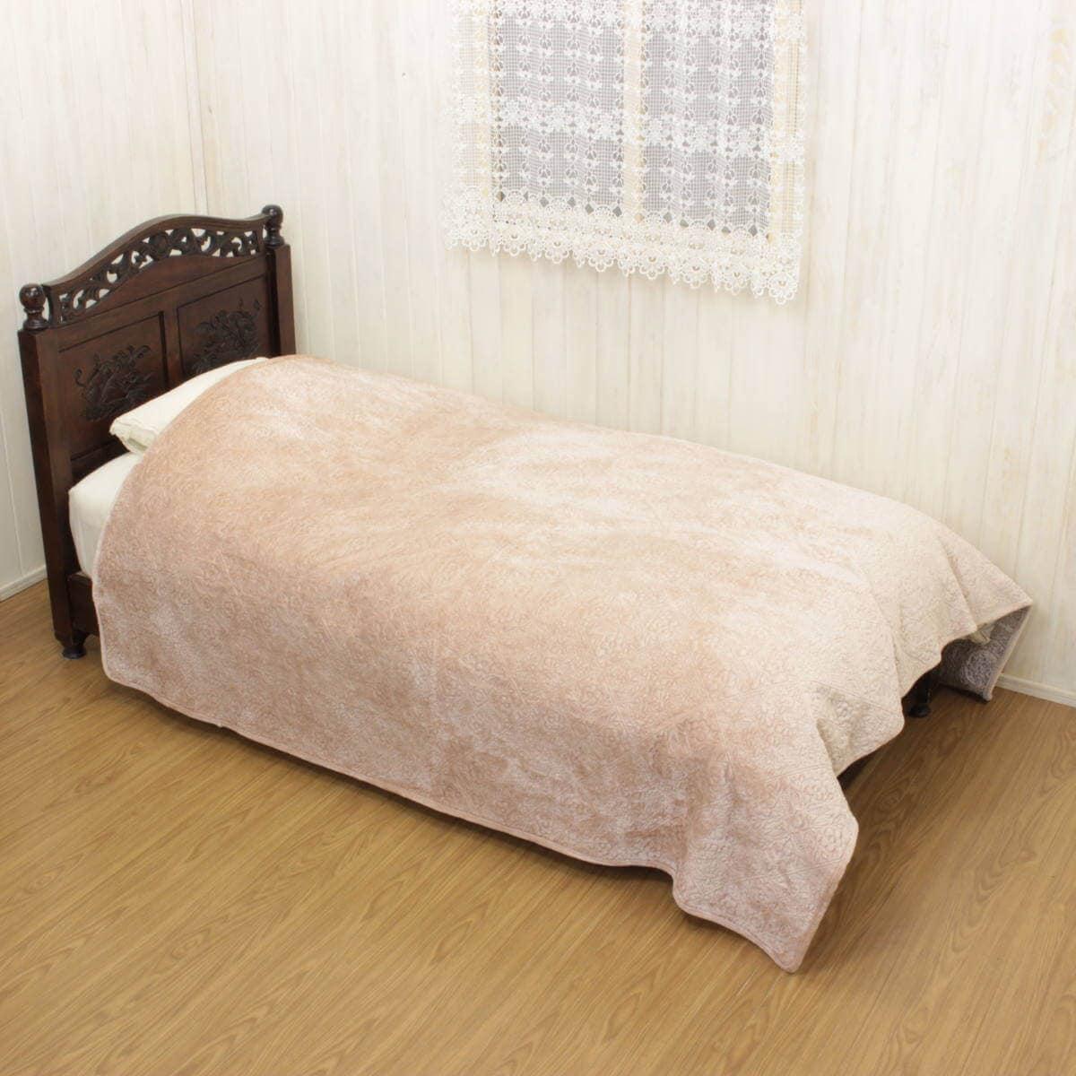 マイクロファイバー フランネルキルト ミティスクラシカ シリーズのマルチカバー(約200×200cm)をシングルベッドに掛けた一例です。