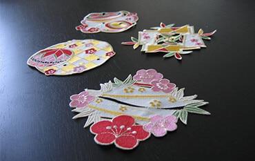 コースターは梅の花・鞠・羽子板・コマの4種類