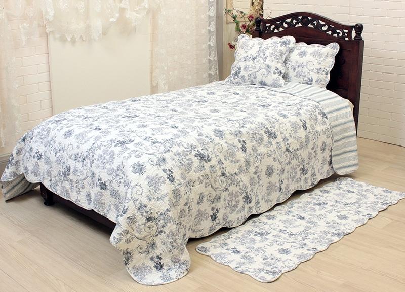 テーブルに葡萄