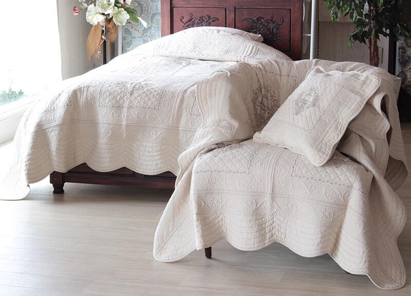 キルトのベッドカバー