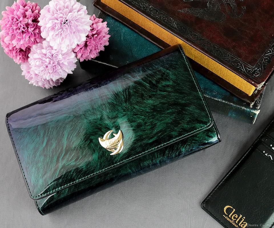 色の変わる財布高級感のあるグリーン