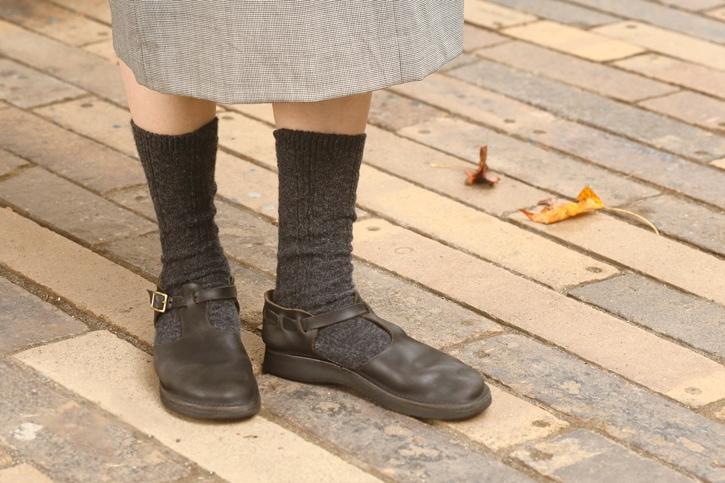 アルパカウールケーブルソックス (西口靴下)