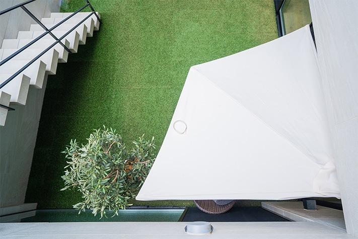 パラシェードクォーター,自覚の庭での設置,上から見たシェードの写真