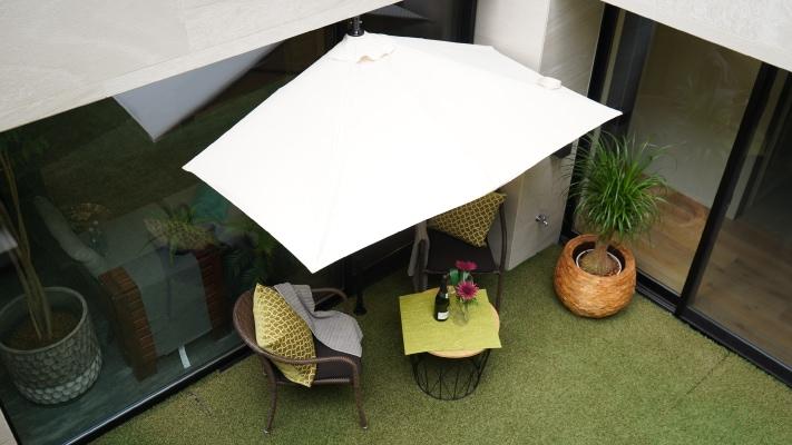 パラシェードレクタングル,自宅の庭での設置、上部から撮影した写真