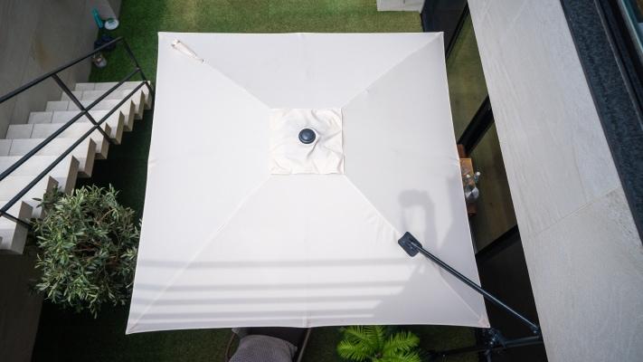 パラシェードスクエア,自宅の庭での設置、上部写真