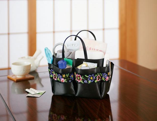 母・父・祖母・祖父へのプレゼント 持ち運べる小物入れ シェニール織 小物バッグ 使用イメージ