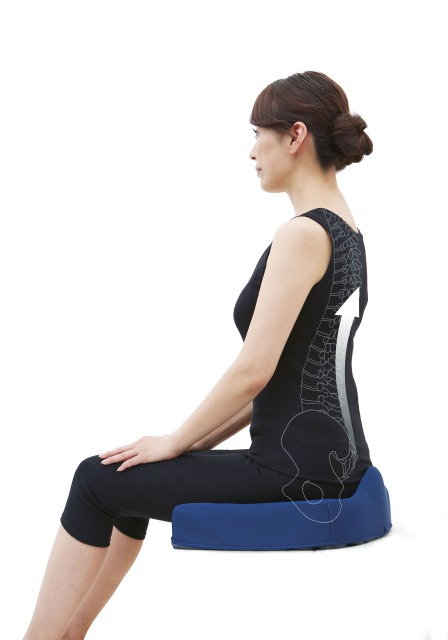 親・祖父母へプレゼントに背筋が伸びる腰痛対策クッション
