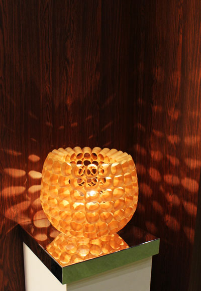 Thin kanna objet table lamp