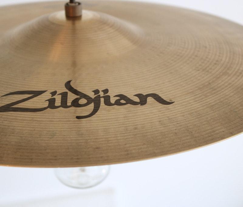 Cymbal pendant lamp 表面