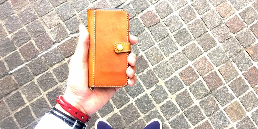 手帳型 iPhoneケースの写真 トップ画像