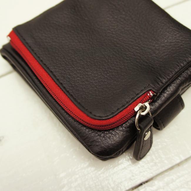 e49efd390127 さわり心地の良い柔らか牛革の袋縫い財布. 個性的なツートンカラーの二つ折り ...