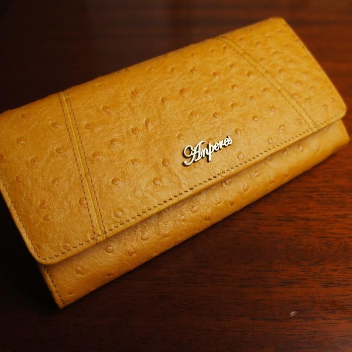 318d05ea1bda ロングウォレット. オーストリッチ型押しの天然山羊革を使用した大容量長財布。