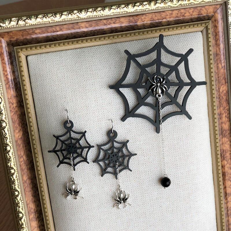 もうすぐハロウィン♪蜘蛛の巣のブローチとピアスを作りました。