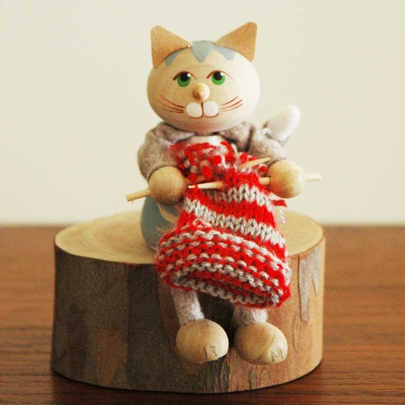 ネコと編み物