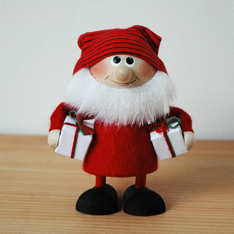 ボーダーハットサンタクロースとプレゼント,エストニアのハンドクラフトのサンタクロースのオブジェ,置物,北欧エストニア,北欧雑貨,北欧インテリア,北欧ギフト