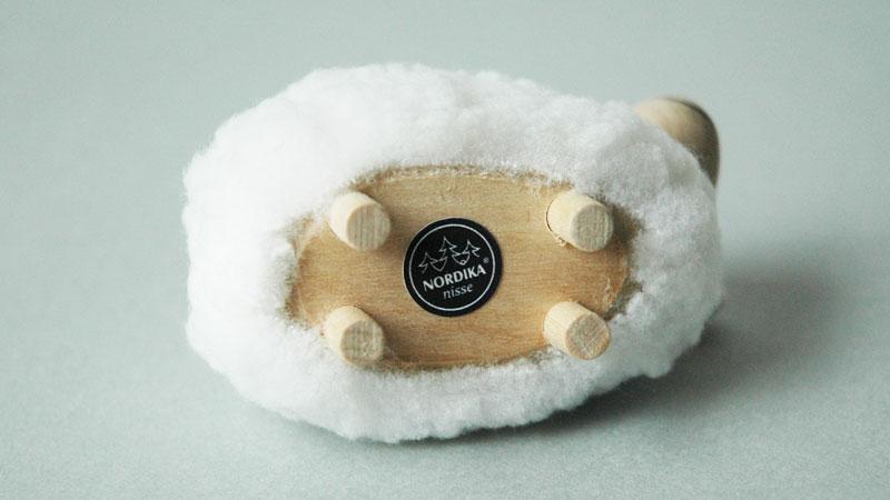 エストニアのハンドクラフトの羊のオブジェ