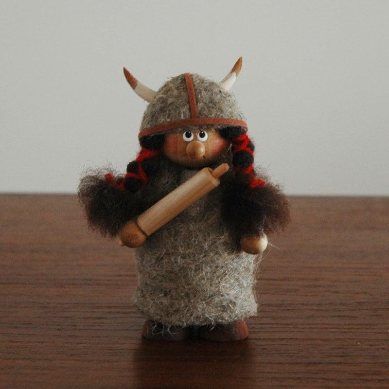 エストニアのハンドクラフトのヴァイキングWOMAN(ウーマン)のオブジェ,置物,北欧エストニア,北欧雑貨,北欧インテリア,北欧ギフト