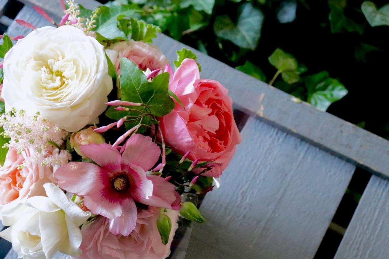 香りのバラ入りアレンジメント